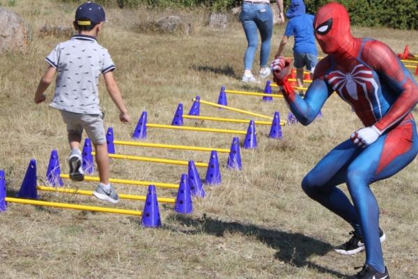 Bild zu Spiderman beweist: In jedem Kind steckt ein Superheld