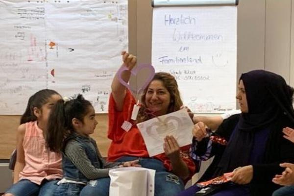 Bild zu Im Familienland finden Mütter und Kinder Stärke