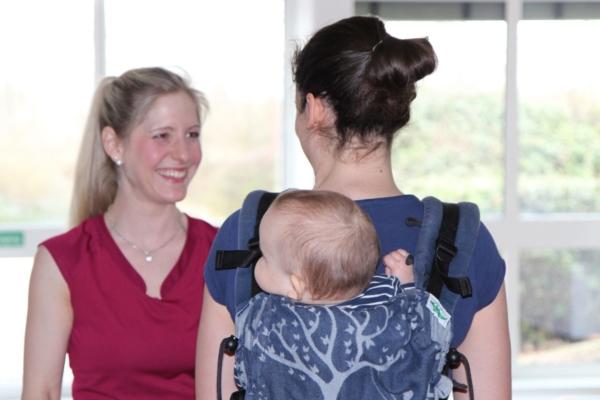 Bild zu Mütter werden fit beim Kangatraining