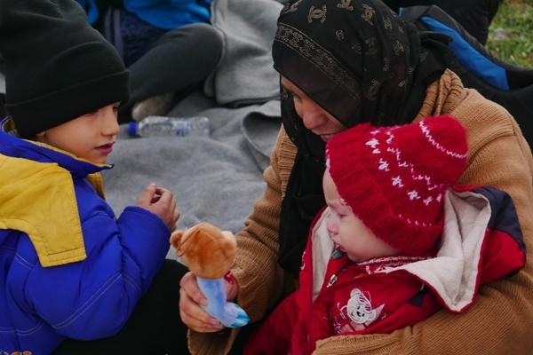 Bild zu Frauen und Kinder auf der Flucht